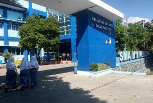 SMA N I Rembang. (foto atas) Sugito menunjukkan pemetaan zonasi untuk SMA N I Rembang.
