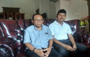Ketua DPC PDI Perjuangan, Sumadi HS menemui Sukaryono (berpeci), Selasa siang. (Foto atas) Duet Sukaryono dan Ahmad Zaenal Abidin.