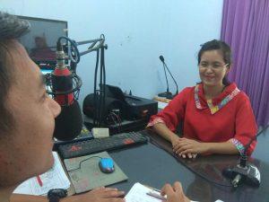 dr. Vania Engeline Bachtiar ketika talk show di Radio R2B Rembang, Kamis (27/06).