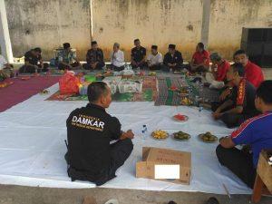 Petugas pemadam kebakaran Pemkab Rembang menggelar do'a bersama, Jum'at pagi (05/07).