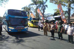 Pemberangkatan jemaah calon haji dari Gedung Haji Jl. Pemuda Rembang, Senin siang (22/07).