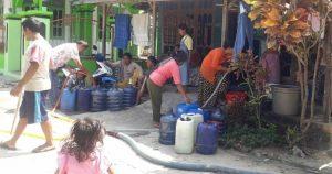Warga di Kabupaten Rembang mulai menghadapi kesulitan air bersih.