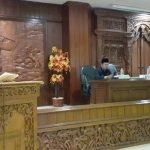 Bupati Rembang, Abdul Hafidz menyampaikan pengantar nota keuangan perubahan APBD 2019.