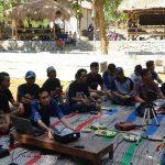 Seorang konsultan dari perguruan tinggi memberikan bekal branding kampung di kawasan Kampung Ciu Dusun Cikalan, Desa Pamotan.