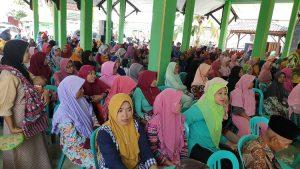 Suasana penyerahan bantuan di Kantor Kecamatan Pamotan, Kamis (01/08).