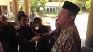 Bupati Rembang, Abdul Hafidz saat memberikan penjelasan kepada wartawan, Rabu (11/09).