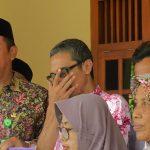 Bupati Rembang, Abdul Hafidz saat berbaur bersama masyarakat.