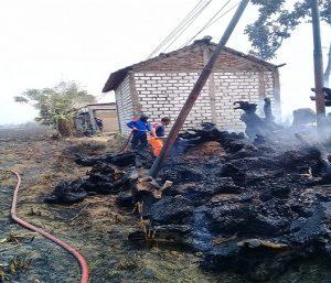 Kebakaran usaha mebelair kerajinan patung di pinggir Jl. Rembang – Blora, Minggu (22/09).