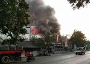 Kebakaran Swalayan Pantes Lasem, Kamis (05/09).