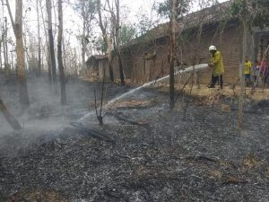 Kebakaran di Desa Tanjung, Kec. Sulang. (foto atas) Kebakaran di Desa Tlogotunggal, Kecamatan Sumber, Minggu (29 September 2019).