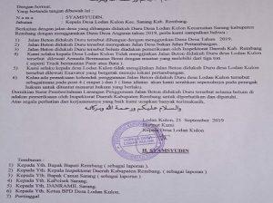 Surat tertulis yang dilayangkan Pemerintah Desa Lodan Kulon. (Gambar atas) Aktivitas truk tambang mengambil muatan.