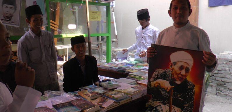Best Seller Pun Ludes, Poster Mbah Moen Banyak Dicari