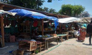 Pedagang Pasar Sluke korban kebakaran menempati lahan di sebelah barat pasar, sambil menunggu relokasi.