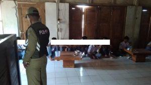 Pelajar terjaring operasi Satpol PP di sebuah warung kopi Pamotan. (Foto atas) Petugas Satpol PP melakukan pembinaan anak punk dan pelajar.