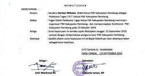 Surat keputusan pengangkatan Sarman Wibowo menjadi Pelaksana Tugas Ketua PWI Kab. Rembang. (Foto atas) Pengurus PWI Jawa Tengah saat berada di Sekretariat PWI Kab. Rembang, belum lama ini.
