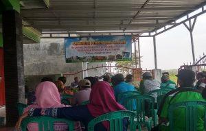 Sosialisasi terkait rencana kontes ternak di Desa Randuagung. (Foto atas) Pelatihan pakan ternak, Rabu (18/09).