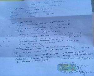 Surat pernyataan ditandatangani Kades Labuhan Kidul, Sulispriyono. (Foto atas) Suasana musyawarah desa di Balai Desa Labuhan Kidul.