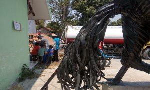 Patung kuda jingkrak berbahan baku ban bekas di Desa Banggi Petak, Kecamatan Kaliori.