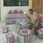 Meja kursi terbuat dari sampah daur ulang di Balai Desa Mondoteko, Rembang.