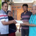 Surat pengunduran diri panitia Pilkades, diserahkan kepada Ketua BPD Wonokerto, Kec. Sale, Sunarto (berkalung kunci).