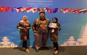 Tim Rembang Bangkit dari PT. Semen Gresik Pabrik Rembang, menerima penghargaan best of the best the most favourite dalam ajang APQC – IC di Bali.