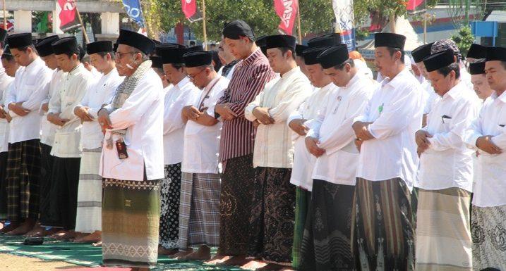 Kekeringan Semakin Parah, Gubernur Gelar Sholat Istisqa' Di Alun-Alun Rembang