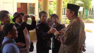 Bupati Rembang, Abdul Hafidz saat diwawancara sejumlah wartawan, belum lama ini.