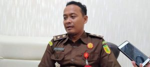 Eko Hartoyo, Kepala Seksi Pidana Umum Kejaksaan Negeri Rembang. (Foto atas Dok.) Suryono, saat menjalani persidangan di Pengadilan Negeri Rembang, beberapa waktu lalu.