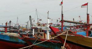 Kapal cantrang di Pelabuhan Tasikagung, Rembang.