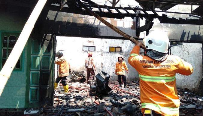Toko Elektronik & Mebelair Terbakar, Polisi Pasang Police Line
