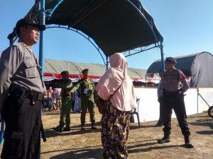Pemilih masuk ke TPS Pilkades di Desa Mondoteko, Rembang, beberapa waktu lalu.