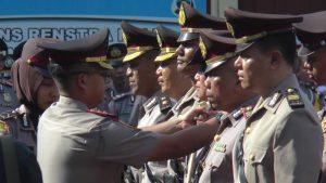 Serah terima jabatan di halaman Mapolres Rembang, Selasa. (Foto atas) Kasat Lantas Polres Rembang yang baru, AKP Sri Martini.