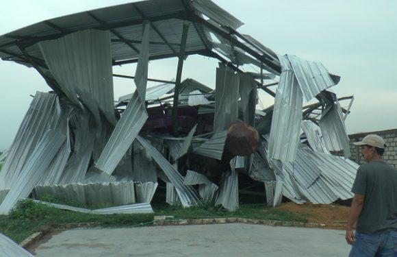 Puting Beliung Landa 3 Kecamatan, Bangunan Bantuan Pemerintah Turut Ambruk