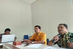 Pelaksana Tugas Ketua Umum KONI Rembang, Sujito didampingi Heri Susetyo. (Foto atas) Atlet di Kabupaten Rembang saat Porprov 2018 lalu.