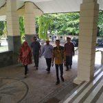 Kades terpilih dari 7 desa di Kecamatan sarang mendatangi gedung DPRD Rembang, Selasa (03/12).