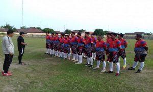 Suasana kursus pelatih sepak bola lisensi D yang berlangsung di Stadion Krida Rembang, Senin (09/12).