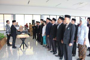 Pelantikan Panwas Kecamatan untuk Pilkada 2020 di Pollos Hotel & Gallery, Senin (23/12).