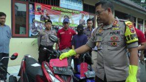 Tersangka pelaku pembakaran warga diamankan aparat Polres Rembang.