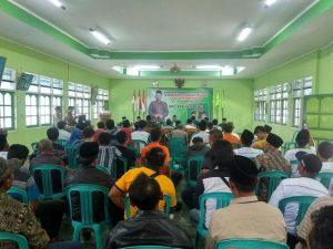 Supadi, saat mengambil formulir bakal calon Wakil Bupati di kantor DPC PPP dikawal cukup banyak pendukungnya, Jum'at (27/12).