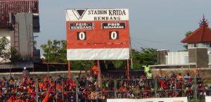 Stadion Krida Rembang. (Foto atas) Kalangan wartawan foto bareng dengan Bupati & Wakil Bupati, saat kegiatan coffe morning, Jum'at (27/12).