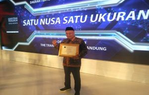 Kepala Dinperindagkop & UMKM Kab. Rembang, Akhsanudin usai menerima penghargaan Rembang sebagai kabupaten tertib ukur.