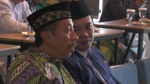 Bayu Andriyanto berbincang dengan Abdul Hafidz, di sela-sela kegiatan. (Foto atas) Kandidat bakal calon Wakil Bupati PPP.