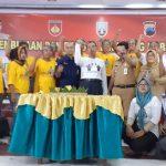 Kegiatan E Warung di gedung Balai Kartini Rembang, Senin (20/01).