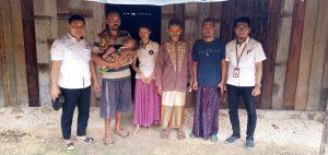 Penderita gizi buruk di Desa Timbrangan Kecamatan Gunem, ditengok oleh perwakilan pabrik PT. Semen Gresik.