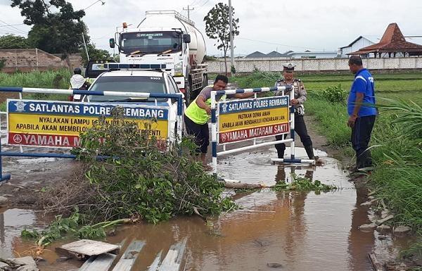 Disela Pelantikan Pejabat, Bupati Komentari Viralnya Jalan Lingkar