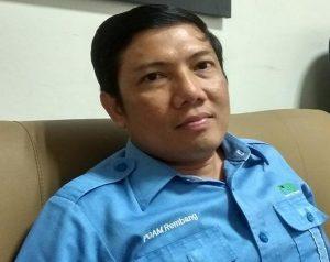 Direktur PDAM Rembang, Muhammad Affan. (Foto atas) Sambungan air gratis di rumah warga Desa Pasedan, dari program CSR PDAM Rembang.