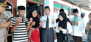 Bupati Rembang, Abdul Hafidz bersama jajaran Forkopimda melayat ke rumah duka, Jum'at. (Foto atas) Jenazah korban akan dimakamkan.
