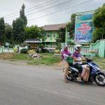 Banner bebas SPP terpasang di depan SMA N I Pamotan.