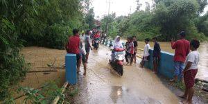 Banjir menerjang Desa Krikilan Kec. Sumber dan Desa Mlatirejo Kec. Bulu, Senin sore (03/02).