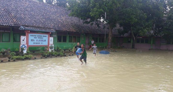 Cukup Besar, Banjir Kiriman Kejutkan Warga